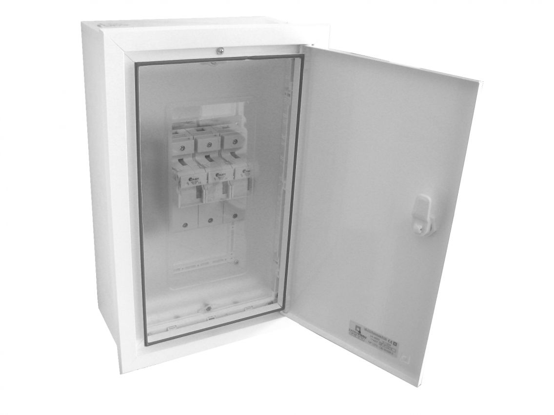 BUILT-IN INPUT PROTECTION BOX P100 EQUIPPED WITH NEUTRAL CIRCUIT BREAKER AND TRIPOLAR CIRCUIT BREAKER. 22x58